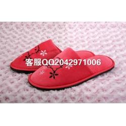 红色绣花拖鞋